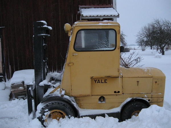 yale oldest truck competition  old forklifts on