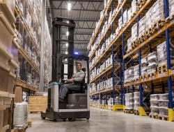 Atlet Reach Truck. Click for more information on Henley's product offerings.