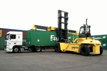 The Hyster H40-50XM-16 laden container handler unloading a truck
