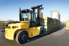 When you need to lift big, the Hyster H8.00-16.00XM-6 is ready for anything