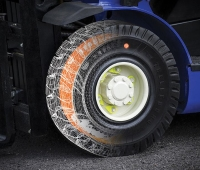 The Pit Stop Line is a visual indicator built into Trelleborg´s premium resilient tires.