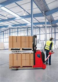 The T16L ION pallet truck and the Linde D08 ION double stacker are powered by lithium-ion batteries.