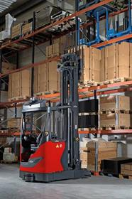 The autonomous Linde R-MATIC reach truck transports palletized goods of up to 1.6 tons, storing and retrieving them independently at lifting heights of up to ten meters.
