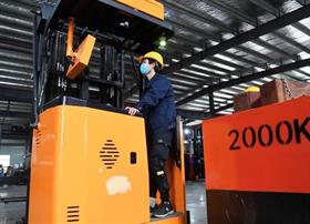 Work has resumed at a forklift factory in Huagang, Anhui Province.