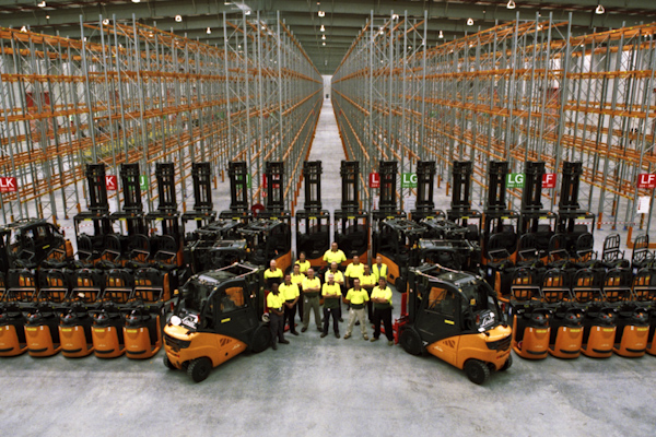 woolworths takes delivery of forklifts for new dc