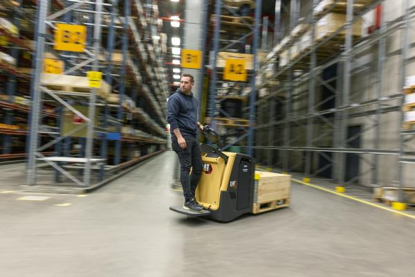 NPV/NPF platform power pallet truck range from Cat® Lift Trucks