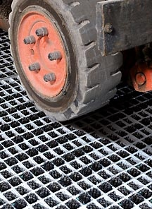 Cleaning Device For Forklift Truck Tires Distribution